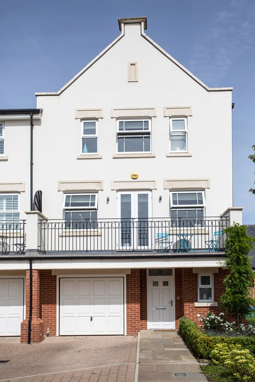 Property to rent in Horsham RH12 - Flats & Houses to rent in Horsham